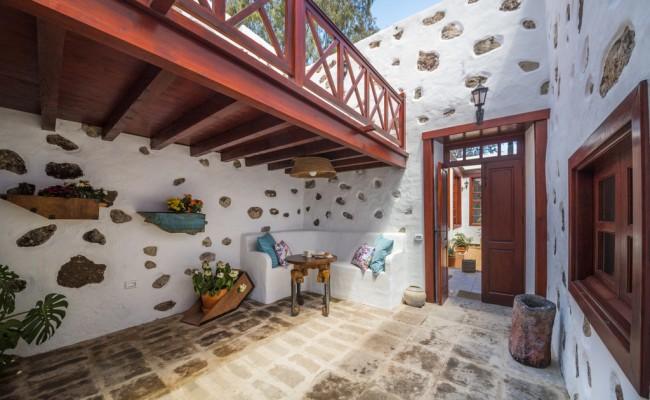 villa-del-mas-lanzarote_PATIO_INTERIOR_CON_TROJA