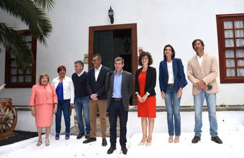 Clavijo asiste a la inauguración de la emblemática casa Villa Delmás en Haría